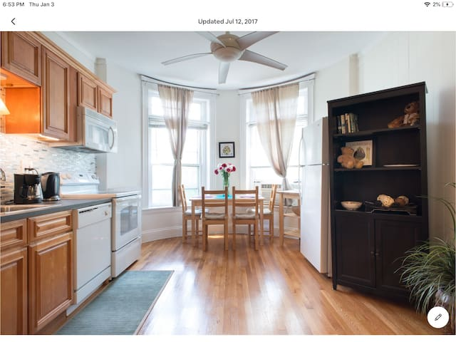 The beautiful 2 beds in heart of Coolidge Corner.