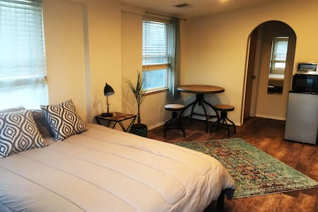 DISCOUNTED! Cozy Downtown Studio