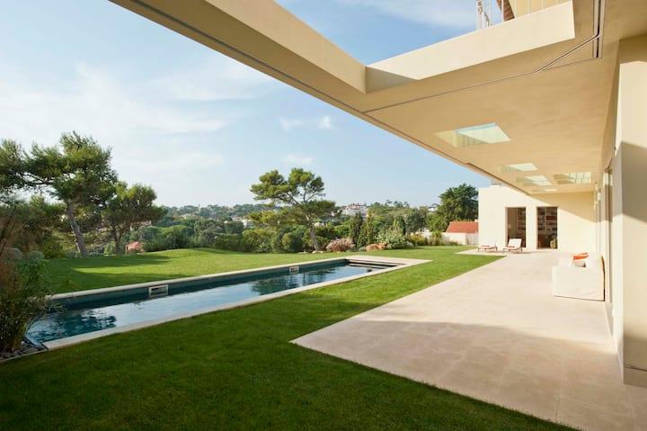 Villa Panoramica Estoril heated pool