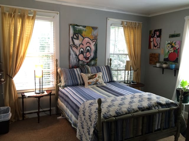 Artsy private bed & bath - Montgomery - House
