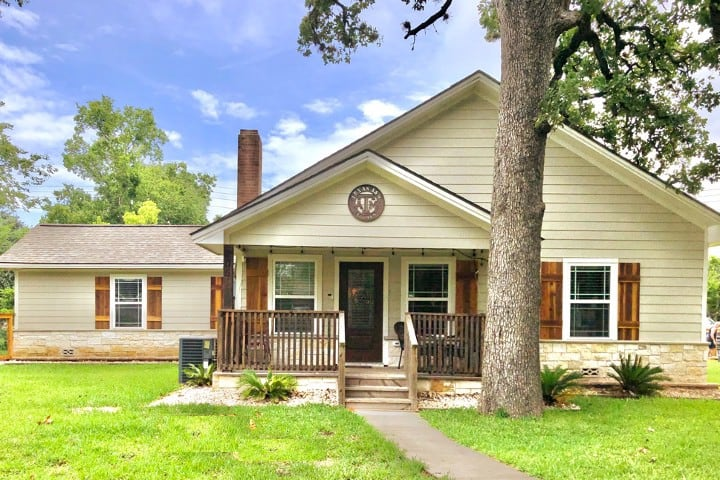 Walk to KYLE FIELD! 4 Bed Historic Southside Home