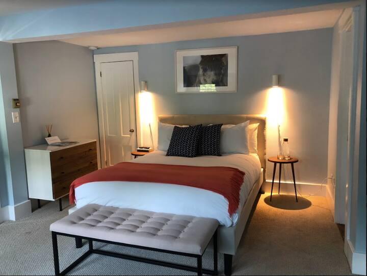 Queen Room at Lambert's Cove Inn