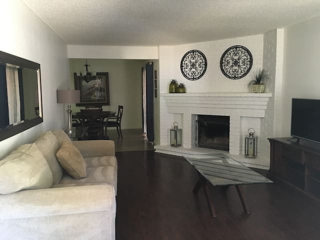 UPDATED BEAUTY! 2 BED, 2 BA, 2 CAR GARAGE & YARD! - Citrus Heights