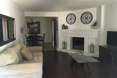 GREAT CENTRAL LOCATION! 2 BD, 2 BA, 2 CAR GARAGE! - Citrus Heights