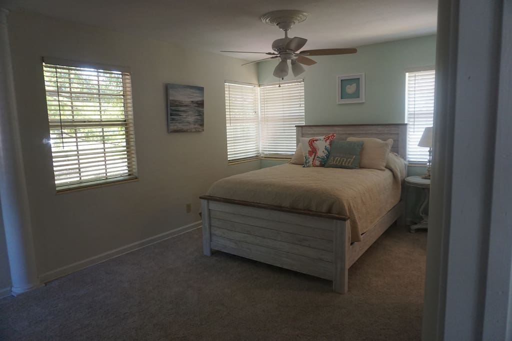 Spacious Bedroom with Queen Bed,  walk in closet  and desk area