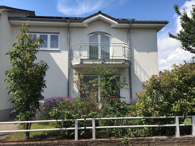 Luxuriöses und modernes Haus direkt vor Heidelberg