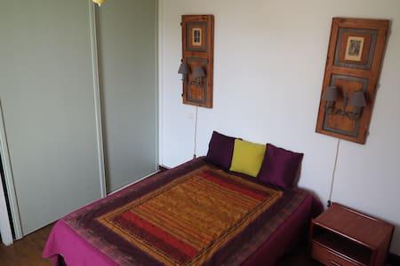 Chambre privée dans maison ancienne - Haus