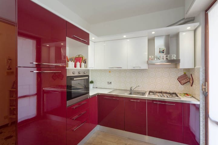 Central,Private Parking, Big and sunny apartment