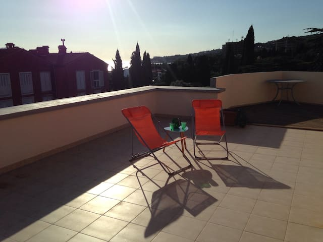 Spacious Apartment By the Coast w/ Rooftop Terrace - Lucija - Appartement