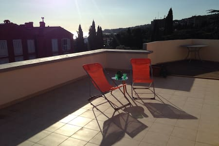 Spacious Apartment By the Coast w/ Rooftop Terrace - Lucija - Wohnung