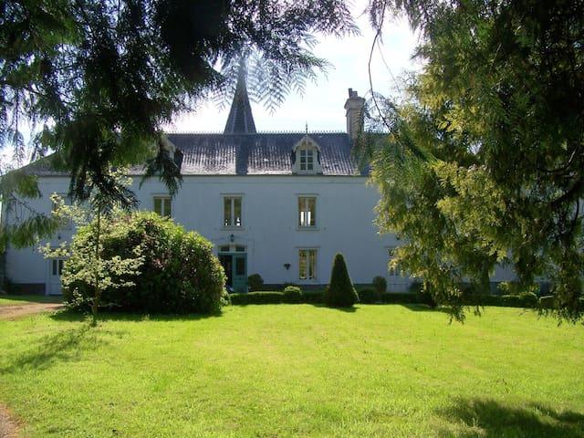 Le Chateau - Le Lorey - Дом