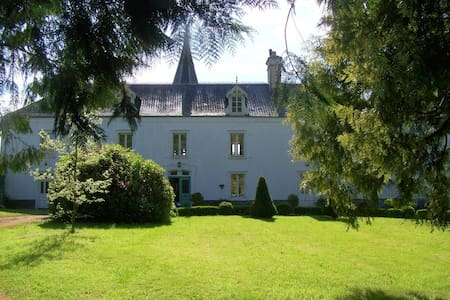 4 bedrms available at Bed & Breakfast, Le Chateau - Le Lorey