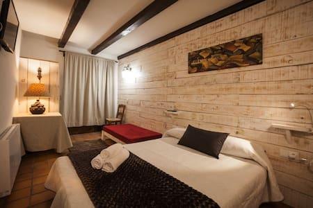 Habitación-2, triple, rústica y acogedora - Lleida