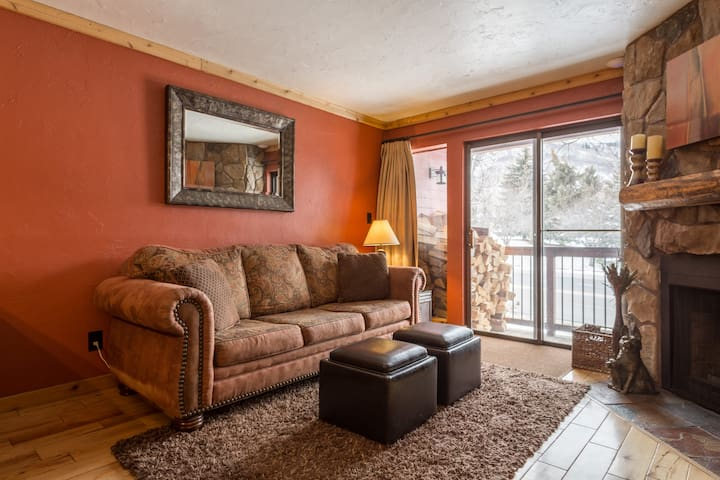 212 1br Condo Across from PC Resort - Park City