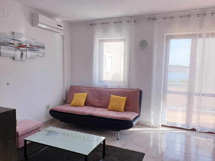 Apartment-3 bedrooms -100 m² -1 min from sea&beach