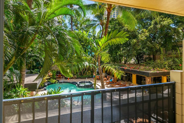 Spacious Studio in Waikiki mins from the beach