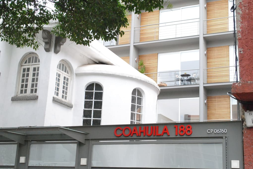 Located in La Roma, close to trendy shops, restaurants and bars