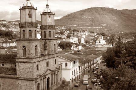 Casa en el centro de San Gil - Santander - San Gil