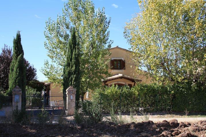 Casa Vacanze Elisabeth Quercia - Montefalco - Casa
