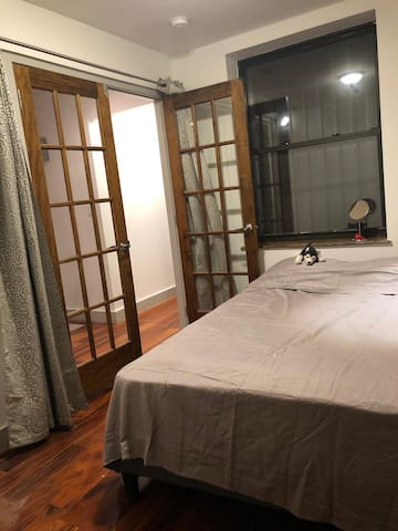 Comfortable room close to train 30 min to Times Sq