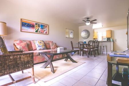 Across Beach! Ground Floor 2 bed 2 bath, sleeps 6