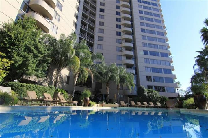 16th Floor Luxury Condo near Galleria