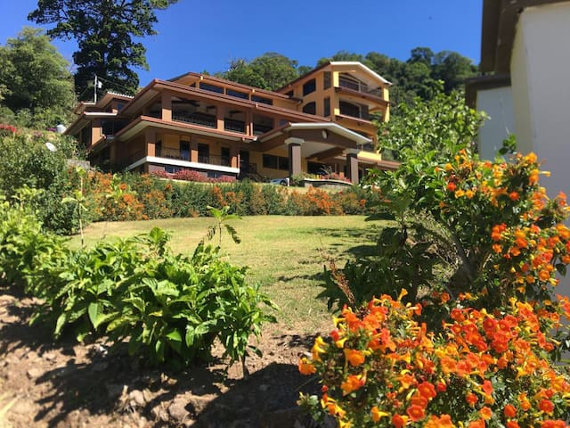 Casa 7 hab montaña Jaramillo arriba Boquete