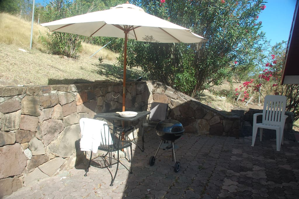 To the rear of the studio is this lovely stoned cool area to enjoy a BBQ or breakfast in the shade