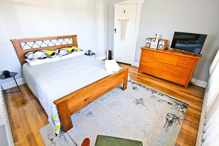 Suburban getaway - Devonport - House
