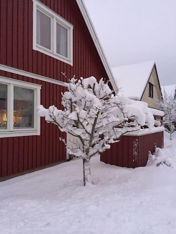 Ett rum i kedjehus - Pixbo - Haus
