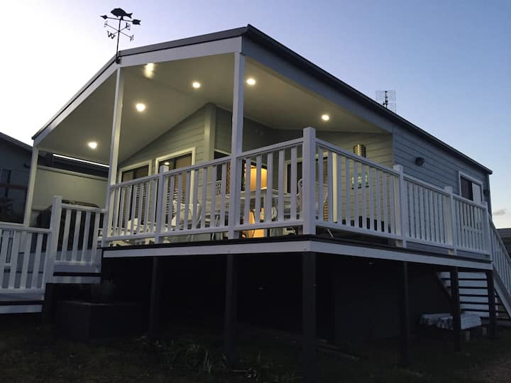 Stone's Throw Cottage - Beach front, pet friendly