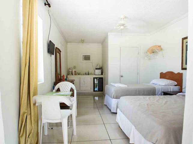 Relaxing location within 5 minutes of BEST BEACHES