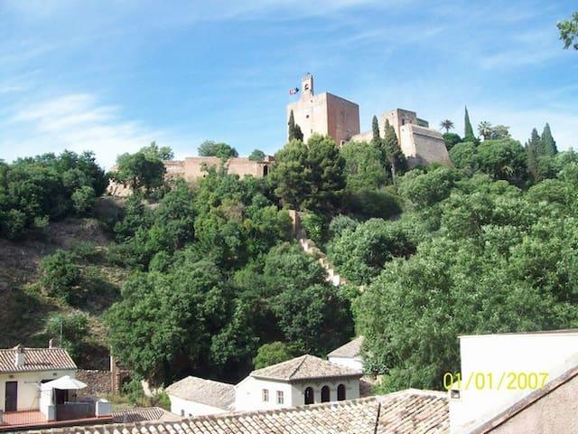 Habitacion centrica cerca  de La Alhambra - Granada - Condominium