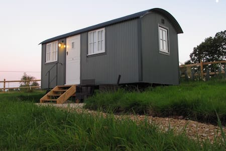 Luxurious Shepherds Hut Farm Stay stunning views
