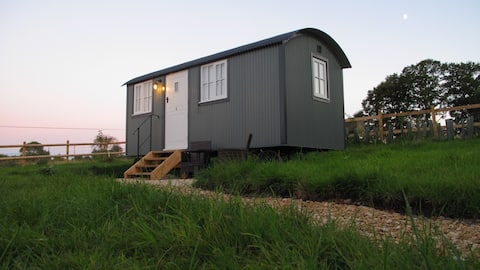 Luxurious Shepherds Hut Farm Stay stunning views