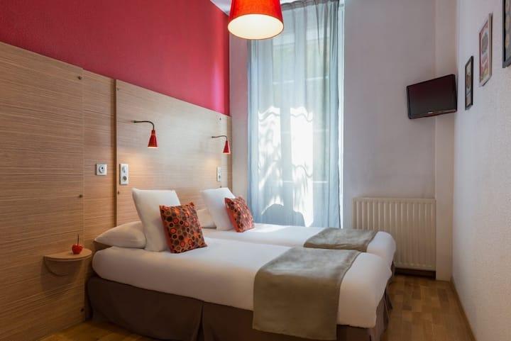 Chambre Climatisée 2 lits simples, pour 2 personnes maxi