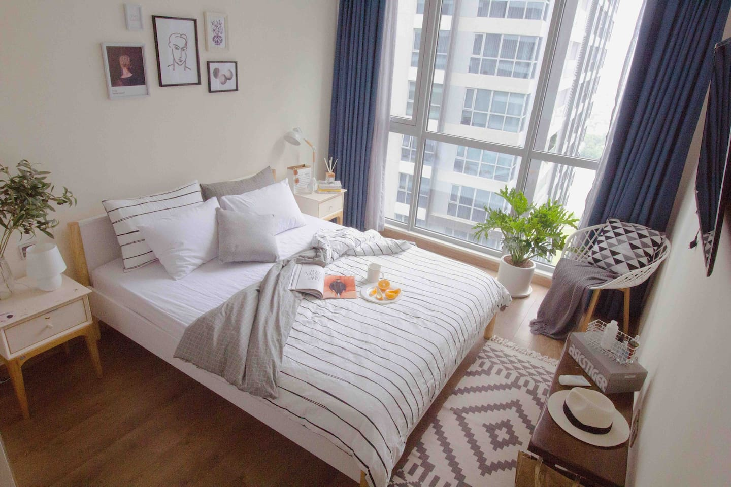 Cozy, master bedroom with a queen size bed
