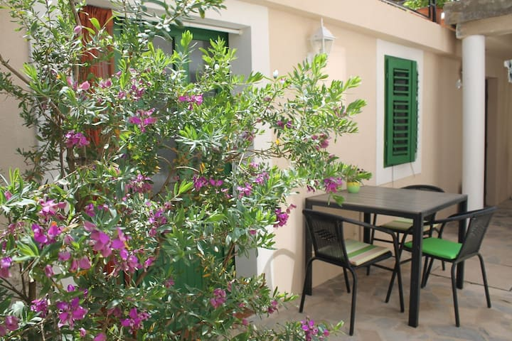 Charming Mediterranean apartment, great location