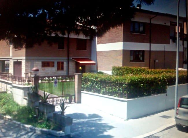affittasi camere in splendida villa centralissima