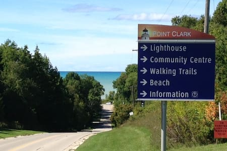 Point Clark Log Cabin - Steps From Lake Huron - Goderich - Chalet