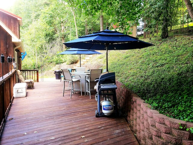 Back deck offers hi-top bar table, patio chairs, 2 umbrellas & gas grill.  There is a large cooler on the deck you're welcome to use for extra drinks, ice, etc. Please just empty it before you leave.