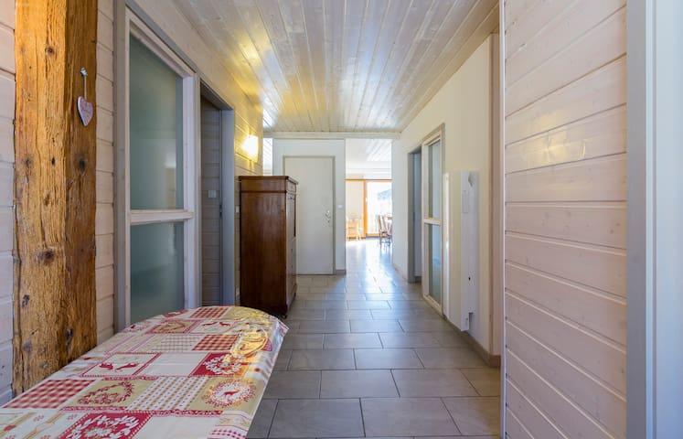 l''appartement fait environ 10 mètres de long