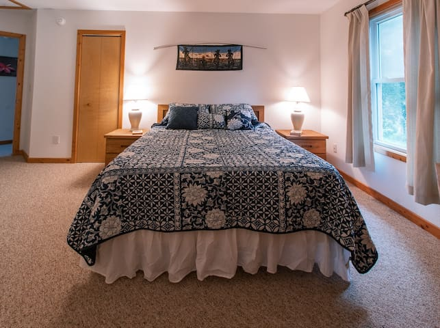 Our guest bedroom with a queen size Tempur-Pedic mattress for a healthy sleep