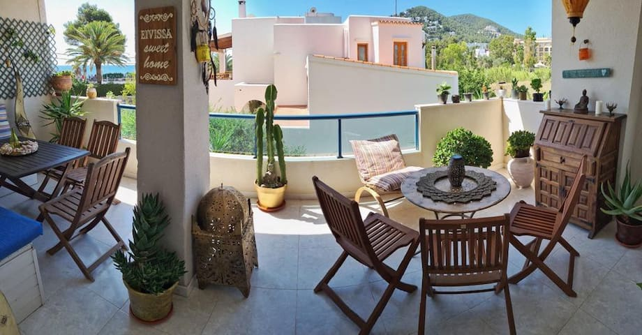 Amazing Beach front apartment central Ibiza