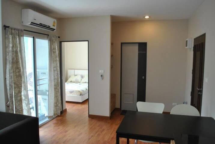 Light and Modern flat with a smart TV & Netflix - Chiang Mai - Apartamento