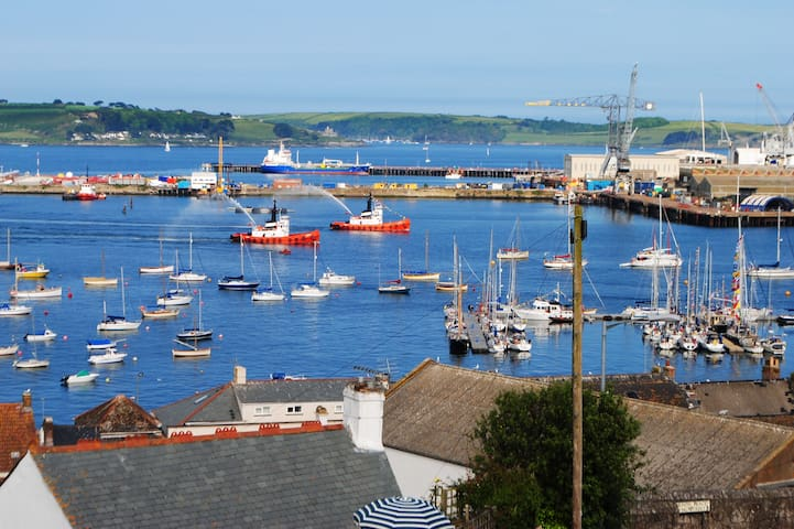 Contemporary Apartment with View - Falmouth - Daire