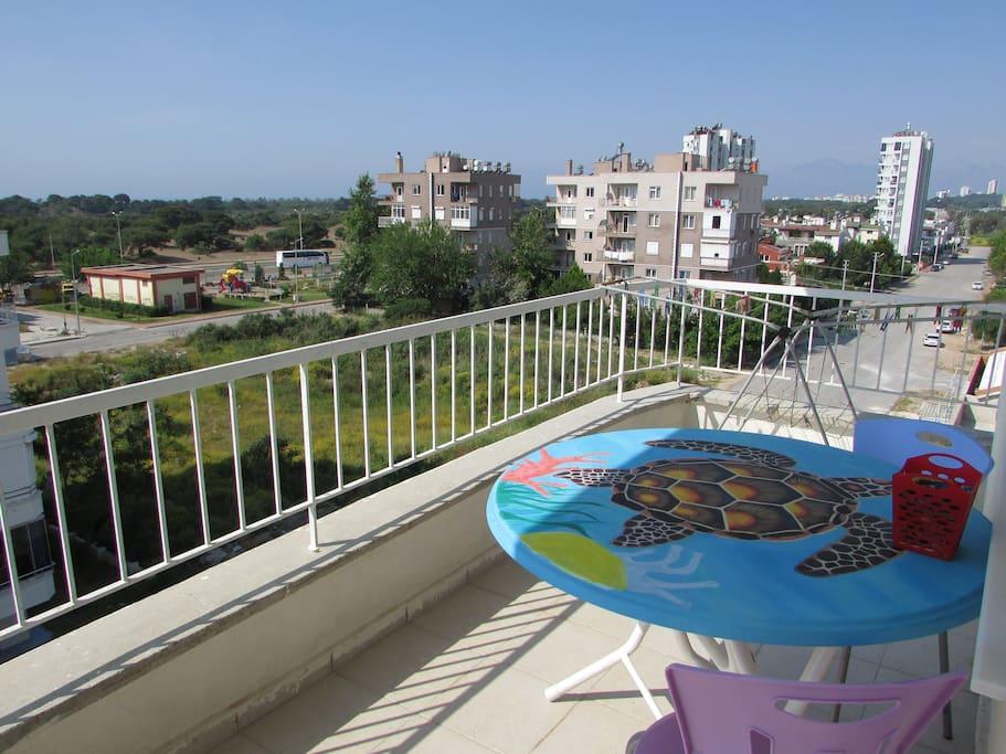 С балкона вид на море!