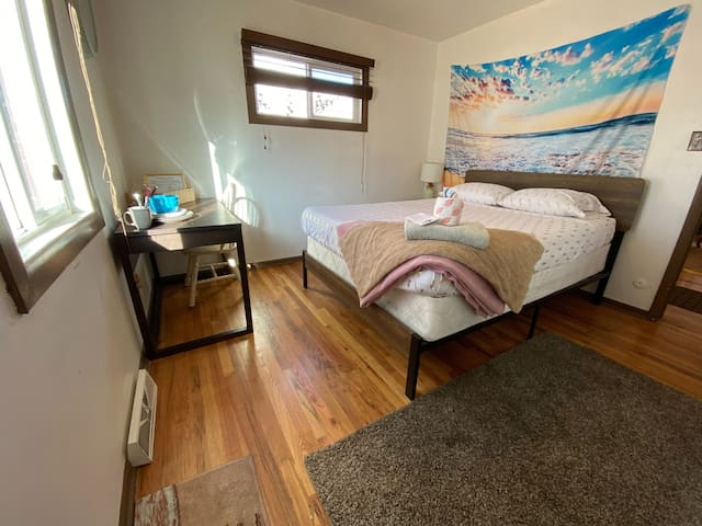 Merry Slumber in Large Home Close to DowNTown!