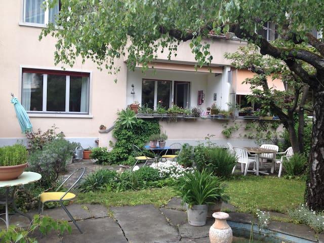 Zentrum von  Bern  grosszügige 2,5 Zimmer-Wohnung - Bern - Lakás