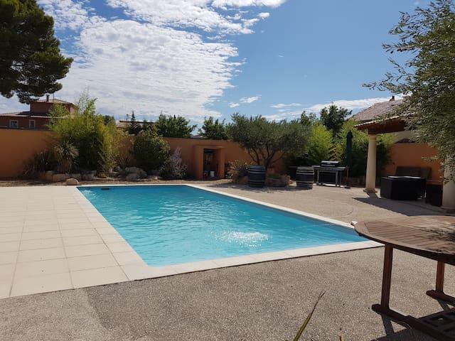 Maison 3 chambres avec piscine et jardin provençal